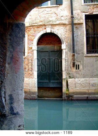 Venice Alleyway 02