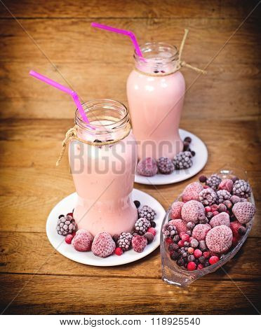 Frozen berry fruits (frozen fruits) and fruit yogurt