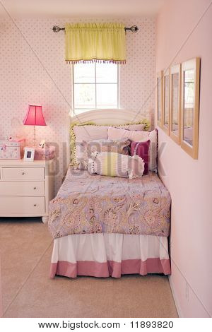 Modern tastefully decorated children's bedroom