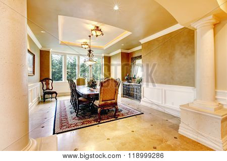 Elegant Dinning Room With Two Large Collums.