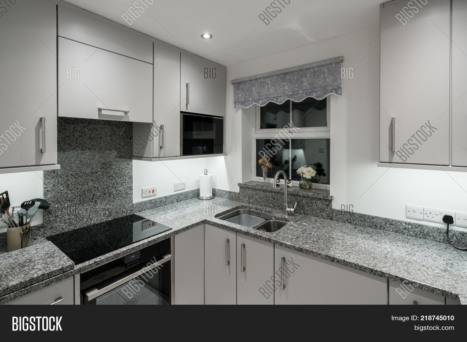 Small Modern Kitchen Image & Photo (Free Trial) | Bigstock