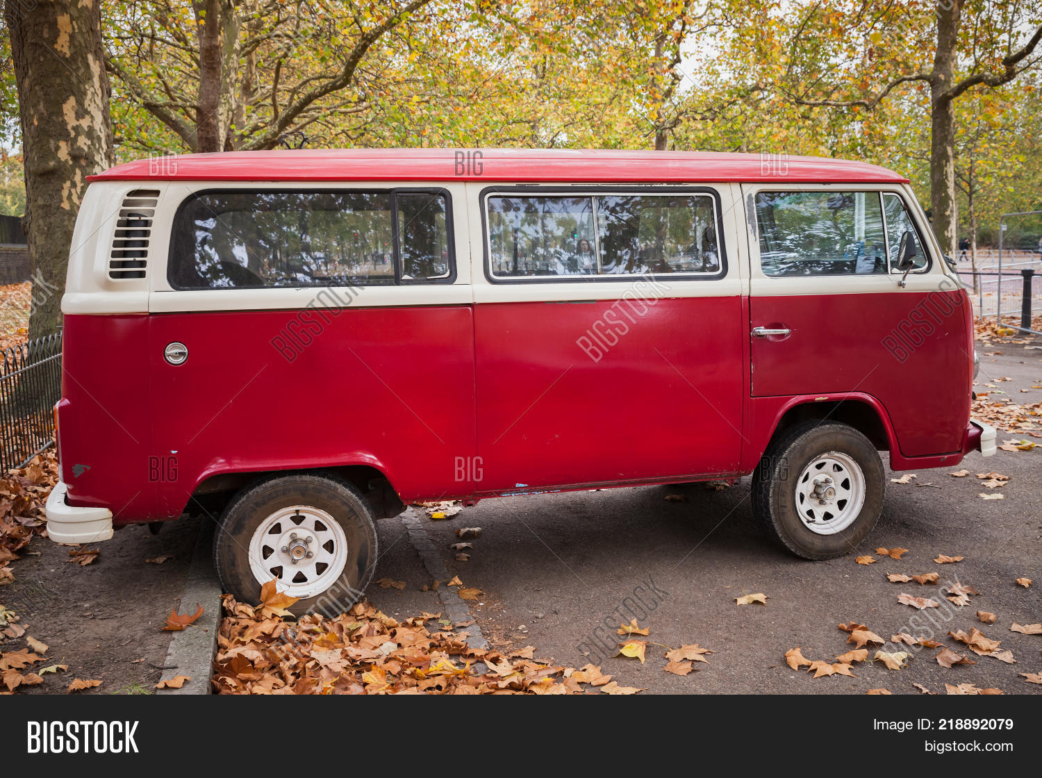 c8a0bf98eb London United Kingdom - October 29 2017  Volkswagen Type 2 or T2 red van  stands
