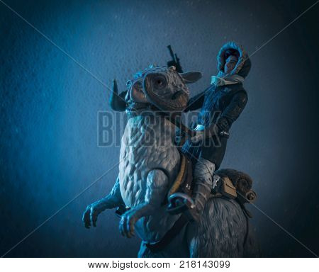 Star Wars Han Solo riding a TaunTaun on the frozen ice planet of Hoth - Empire Strikes Back - Hasbro Black Series Action Figures
