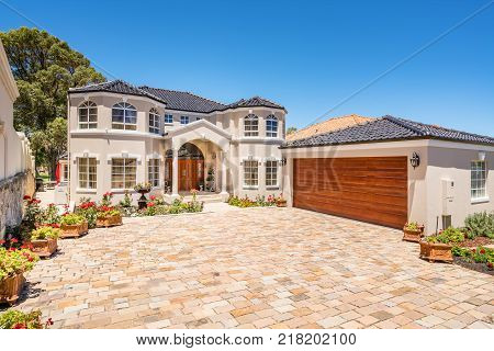 Front Elevation of a large home in Perth, Western Australia. Photographed: December 6th, 2017.