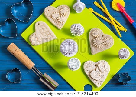 Making souvenirs from salty dough for Valentine's Day with your own hands. Art project handmade. DIY. Step-by-step photo instructions. Step 6. Making hearts with overhead parts