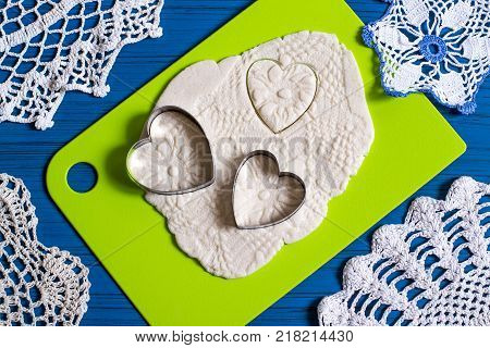 Making souvenirs from salty dough for Valentine's Day with your own hands. Art project handmade. DIY. Step-by-step photo instructions. Step 13. Cutting hearts with prints from knitted napkins