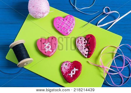 Making souvenirs from salty dough for Valentine's Day with your own hands. Art project handmade. DIY. Step-by-step photo instructions. Step 11. Decoration hearts with lacing