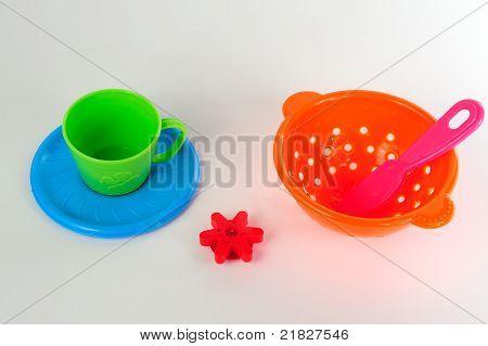 Plastic toy kitchenware