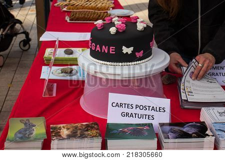 TOULOUSE FRANCE - DECEMBRE 92017: Free tasting of vegan food. Vegan cake. Lliterature distribution on vegan diet. Inscription in french: Free poslales cards.