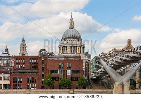 Millennium Bridge across to St. Pauls Cathedral, River Thames, London, England