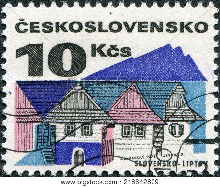 CZECHOSLOVAKIA - CIRCA 1971: A stamp printed in the Czechoslovakia, shows Old houses, Liptov, circa 1971