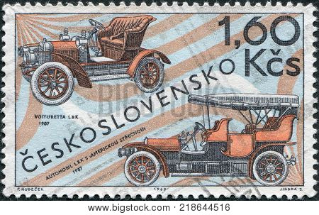 CZECHOSLOVAKIA - CIRCA 1969: A stamp printed in the Czechoslovakia shows the Laurin and Klement Voiturette 1907 and L and K touring car with American top 1907 circa 1969