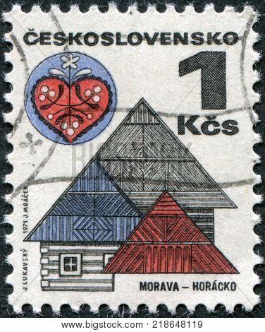 CZECHOSLOVAKIA - CIRCA 1971: A stamp printed in the Czechoslovakia shown Roofs and folk art Horacko circa 1971
