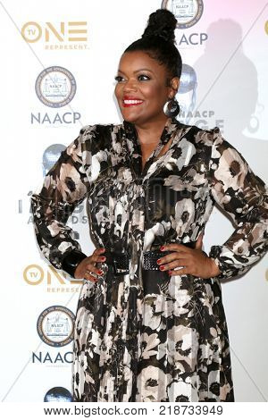 LOS ANGELES - DEC 16:  Yvette Nicole Brown at the 49th NAACP Image Awards Nominees' Luncheon at Beverly Hilton Hotel on December 16, 2017 in Beverly Hills, CA