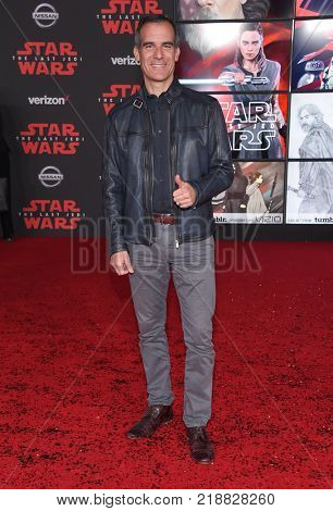 LOS ANGELES - DEC 09:  Los Angeles Mayor Eric Garcetti arrives for the 'Star Wars: The Last Jedi' World Premiere on December 09, 2017 in Los Angeles, CA