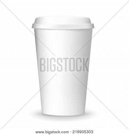 Realistic plain paper coffee cup with lid isolated on the white background. Vector template. White and blank coffee cup mockup.