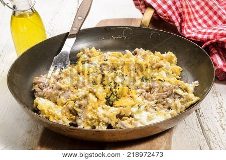 grilled pig brain with scrambled egg served in a pan