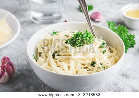 Easy Lunch Recipe. Linguine Pasta With Olive Oil, Garlic, Fresh Parsley And Grated Parmesan Cheese.