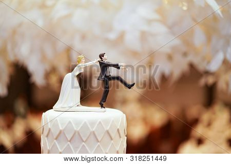 Groom Doll And Statue Is Running Away But Bride Can Catch Him Finally. The Funny Wedding Story Doll
