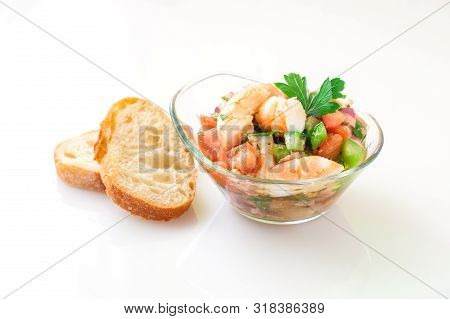 Prawn Salad With Tomato And Green Pepper On Bowl
