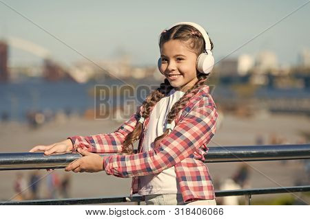 Make Your Kid Happy With Best Rated Kids Headphones Available Right Now. Girl Child Listen Music Out
