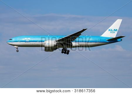 Amsterdam / Netherlands - July 3, 2017: Klm Royal Dutch Airlines Boeing 777-200 Ph-bqm Passenger Pla
