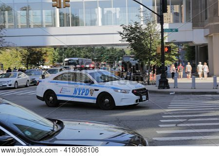 New York City, Ny, Usa 2.09.2020 - Nypd Car At Intersection Of South End Avenue And Liberty Street D