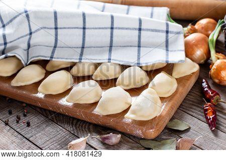 Sculpt Dumplings. Dumplings With Minced Meat Sculpts Cook In The Kitchen. Prepare Homemade Dumplings