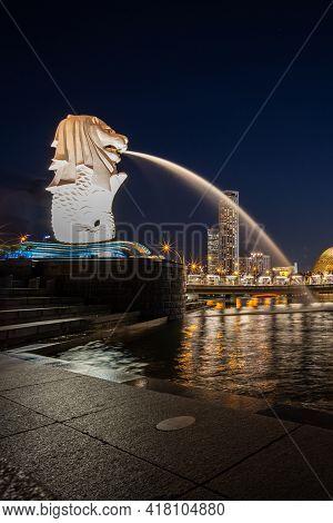 Singapore - January 31, 2020: The Merlion Statue At Marina Bay, Singapore