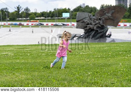 07.19.2020 Moscow, Russian Federation, Victory Park. A Happy Child Runs On The Grass On Poklonnaya H