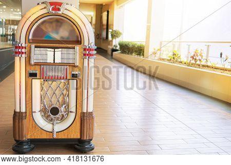 Ld Retro Vintage Jukebox In A Diner Blasting Old Time Music Hits With Neon Lights, Rockola Vintage.