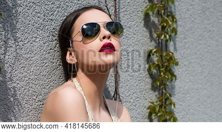 Sunglasses Fashion. Model Girl With Glasses Outdoor. Sensual Woman Vogue Glasses Style.