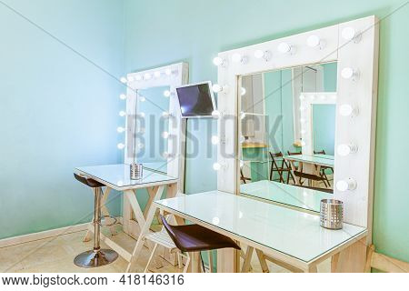 Empty Woman Makeup Place With Mirror And Bulbs. Workplace Makeup Artist In Modern Makeup Room. Barbe