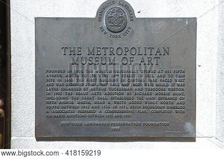 New York, Usa, 1.09.2019 - Metropolitan Museum Of Art Bronze Plaque Designated Landmark Nyc Of New Y