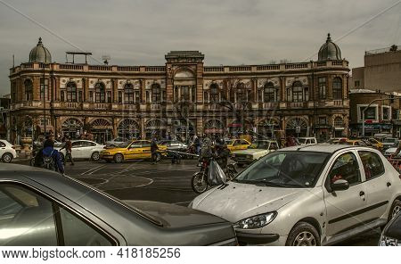 Tehran,iran,28 December,2020:hasan Abad Square In Tehran Overcrowded With People And Cars Against Th