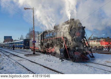 Sortavala, Russia - March 28, 2021: Steam Locomotive Lv-0522 And Tourist Retro Train