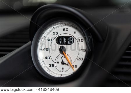 Dashboard Guage Gives An Accurate Readout Of Minutes And Hours In Analog Or Digital Clock Face.