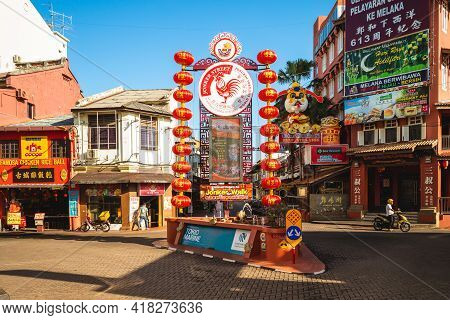August 13, 2018: Jonker Walk, The Center Street Of Chinatown In Melaka, Malaysia. The Road Is Filled