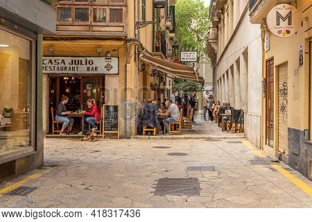 Palma De Mallorca, Spain; April 23 2021: Restaurant Terrace Full Of Diners At Noon In The Historic C