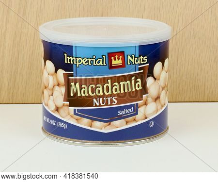 Spencer, Wisconsin, U.s.a.  March, 28, 2021 Can Of Imperial  Macadamia Nuts   Imperial Is A Major Br