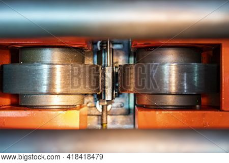 Top View Image Close Up Steel Bar Or Rod Material Workpiece And Roller Of Continuous Horizontal Cnc