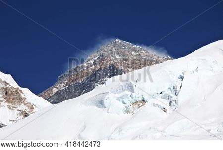 Mount Everest from Kala Patthar, way to mount Everest base camp, khumbu valley, Nepal