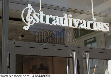 Bordeaux , Aquitaine France - 04 22 2021 : Stradivarius Logo Brand And Text Sign Of Clothes Store Fo