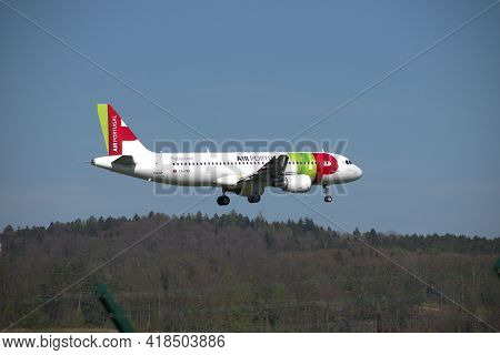 Tap Air Portugal A 320-214 Aircraft On The Final Approach The The International Airport In Zurich In