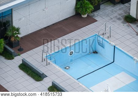 New Orleans, La - October 27: Drained Swimming Pool On Roof Of Downtown Hotel During Off Season On O