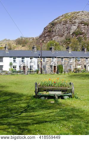 Beddgelert Wales Pretty Cottages By A Picturesque Village Green Snowdonia National Park Simple Rural