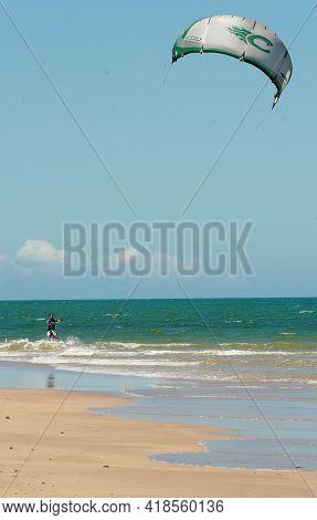 .kitesurfing Practitioner In Porto Seguro