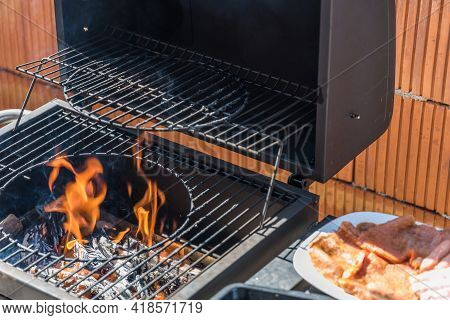 Preparation For Grilling On The Charcoal Grill - Grilling Time And Grilling Pleasure