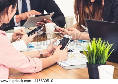 Businessman Executive In Group Meeting Discussion With Other Businessmen And Businesswomen In Modern
