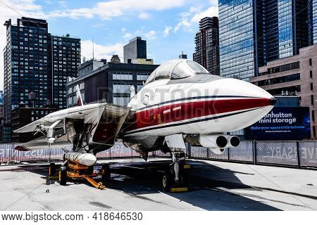 New York City, Usa - June 21, 2018: F-14 Aircraft In Intrepid Museum In New York. The Uss Intrepid H